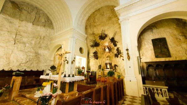 interni del santuario di madonna della corona verona
