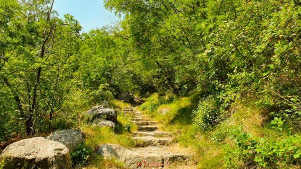 sentiero della speranza verso madonna della corona veneto trekking