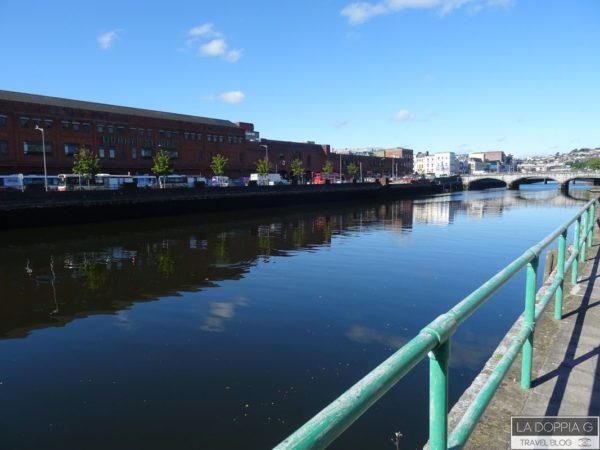 cork passeggiata sul fiume verso il centro