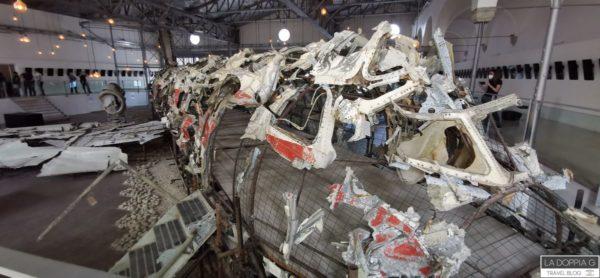 resti dell'aereo itavia della strage di ustica a bologna
