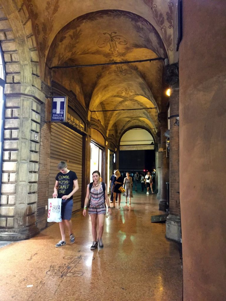 via indipendenza Bologna storia