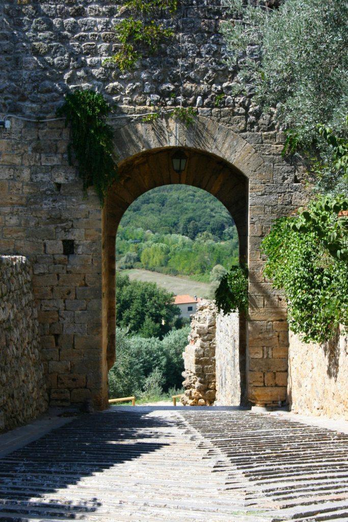 Monteriggioni porta del medioevo