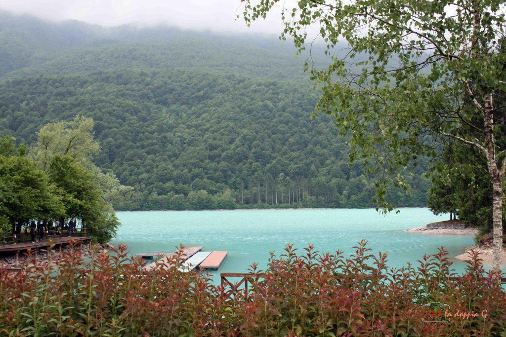 passeggiate sul lago di barcis