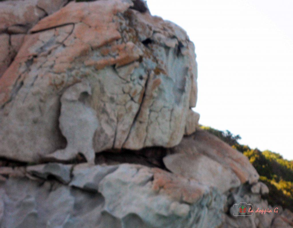 spargi roccia nelle piscine naturali maddalena