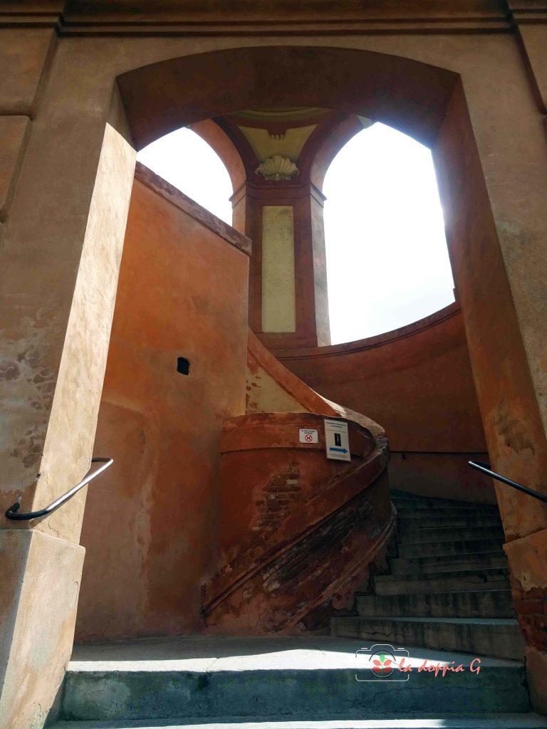 I gradini per salire a San Luca Bologna