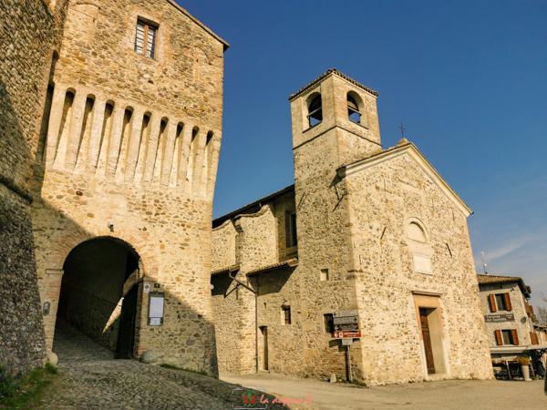 borgo esterno del castello di torrechiara
