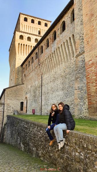 mura del castello di torrechiara a parma