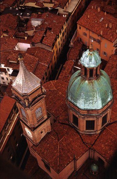 Bologna la rossa, il colore rosso mattone utilizzato in città